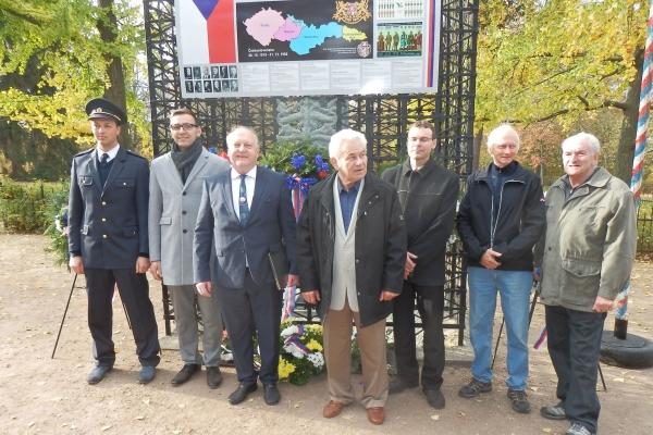 2018-10-20-setkani-na-ruzovem-paloucku-14256C5745C-F28E-A6B0-A04C-836747FD3392.jpg